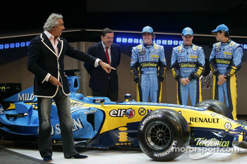 Flavio Briatore, Patrick Faure, Fernando Alonso, Heikki Kovalainen and Giancarlo Fisichella with the new Renault R26