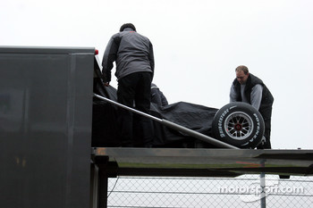 The car is unloaded