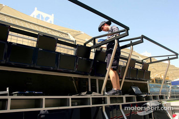 Williams team member prepares pitwall
