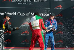 Podium: champagne for Salvador Duran, Timo Scheider and Robbie Kerr