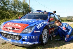 Sébastien Loeb and Daniel Elena work on a wheel
