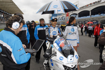 Makoto Tamada on the starting grid