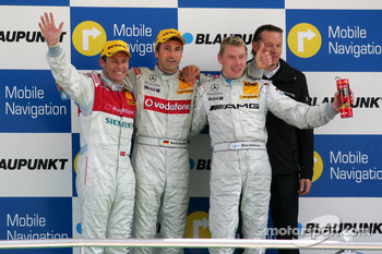 Podium: race winner Bernd Schneider with Tom Kristensen, Mika Hakkinen and Hans-Jürgen Mattheis