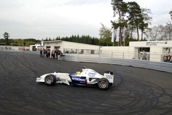 Visit of BMW Sauber F1 team Pitlane Park: Nick Heidfeld demonstrates doughnuts