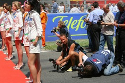 Photographers and the Movistar girls
