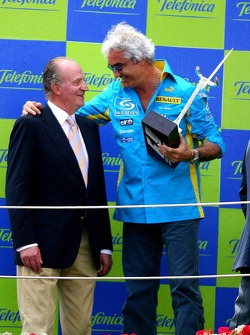 Podium: Flavio Briatore with King of Spain Juan Carlos