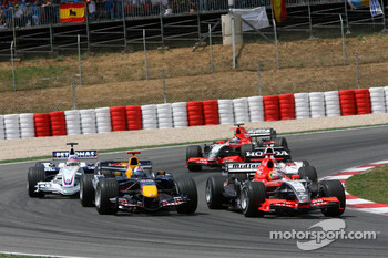 Tiago Monteiro races David Coulthard