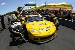 Pitstop for #4 Corvette Racing Corvette C6-R: Oliver Gavin, Olivier Beretta