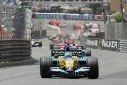 Start: Fernando Alonso leads