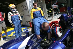 Drivers change practice for Bill Binnie and Yojiro Terada