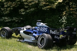 Damage on the Williams of Nico Rosberg