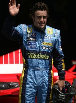 Fernando Alonso gets pole position