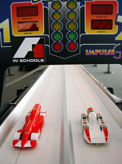 F1 in schools students vs F1 teams challenge: the Ferrari and Honda cars