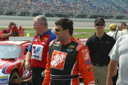 Tony Stewart arrives to qualify