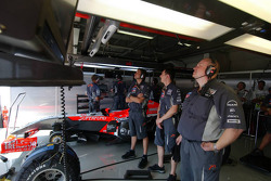 Mechanics watch the session on TV screens