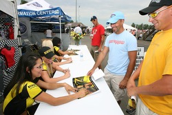 Pirelli girls autograph session