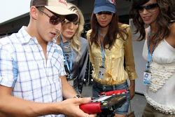 Christian Klien with Formula Unas girls Sophie Gassmann, Lena Issa and Maja Dejanovic