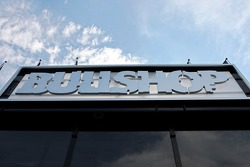 Bullshop: the writing on the outside