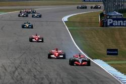 Start: Kimi Raikkonen leads