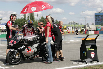 Ivan Silva on the starting grid