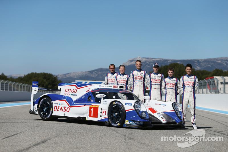 #1 Toyota Racing Toyota TS040 met coureurs Stéphane Sarrazin, Mike Conway, Alexander Wurz, Anthony Davidson, Sebastien Buemi, Kazuki Nakajima
