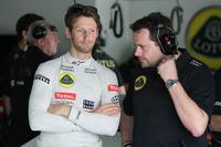 Romain Grosjean, Lotus F1 Team and Julien Simon-Chautemps, Lotus F1 Team Race Engineer