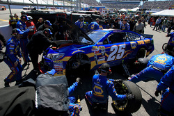 Chase Elliott, Hendrick Motorsports Chevrolet behind the wall