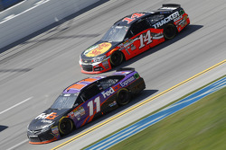 Denny Hamlin, Joe Gibbs Racing Toyota and Tony Stewart, Stewart Haas Racing Chevrolet