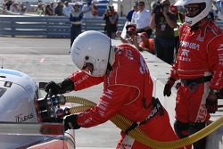 Re-fuel for #01 CompUSA Chip Ganassi with Felix Sabates Lexus Riley: Scott Pruett, Luis Diaz, Scott Dixon pit stop