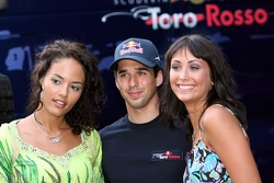 Formula Unas girl Barbara Silva, Neel Jani and Roberta Remoli