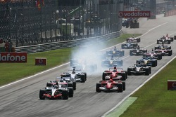 Start: Kimi Raikkonen takes the lead