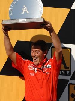 Podium: winning team trophy to Massimo Bracconi