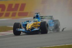 Giancarlo Fisichella runs over Kimi Raikkonen's McLaren Mercedes wing mirror