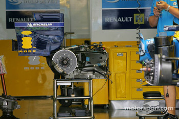 Renault F1 Team, rear wing and gearbox