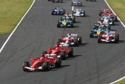 Start: Felipe Massa leads Michael Schumacher