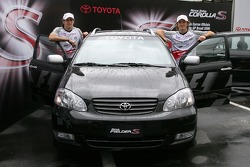 Ricardo Zonta and Jarno Trulli with the official Toyota Fielder