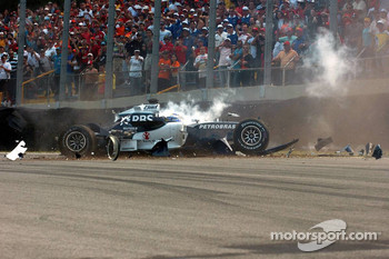 Nico Rosberg crashes heavily on the first lap