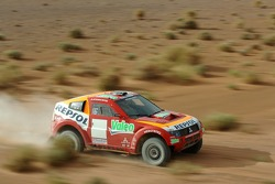 Team Repsol Mitsubishi Ralliart test in Morocco: Luc Alphand and Gilles Picard test the Mitsubishi Pajero / Montero Evolution MPR13