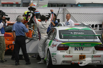 2006 WTCC champion Andy Priaulx celebrates