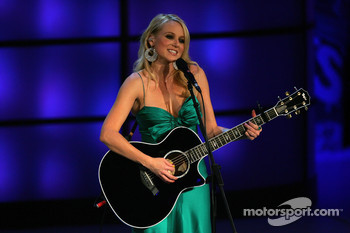 Singer Jewel performs at the 2006 NASCAR NEXTEL Cup Series Awards Cermony