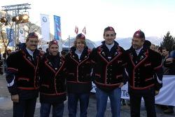 Dr Mario Theissen with Peter Sauber and Nick Heidfeld, Robert Kubica and Sebastian Vettel BMW Sauber F1 Team drivers 2006