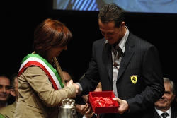 Michael Schumacher receives the city keys by Mayor Lucia Bursi