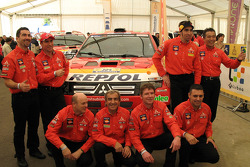Nani Roma and Lucas Cruz Senra, Luc Alphand and Gilles Picard, Stéphane Peterhansel and Jean-Paul Cottret, Hiroshi Masuoka and Pascal Maimon with the Mitsubishi Pajero / Montero Evolution MPR13