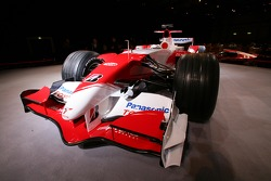 The Toyota TF107 before the start of the presentation