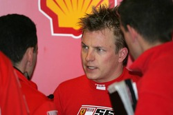 Kimi Raikkonen talks to his engineers