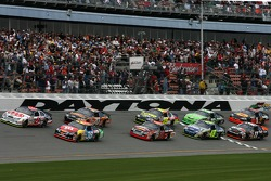 Start: David Gilliland and David Ragan lead the field