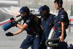 Scuderia Toro Rosso prepare to refuel