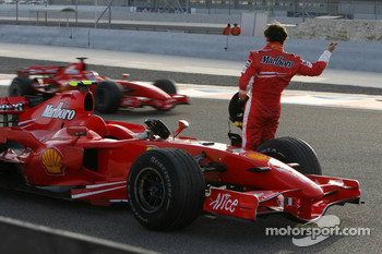 Felipe Massa, Scuderia Ferrari, tries to get a lift from his team mate Kimi Raikkonen, Scuderia Ferrari
