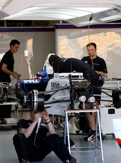 Nick Heidfeld, BMW Sauber F1 Team, Pit garage