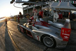 Pitstop practice for #1 Audi Sport North America Audi R10 TDI Power: Rinaldo Capello, Allan McNish, Tom Kristensen